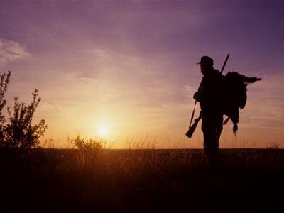 Με το όπλο παρά πόδα οι κυνηγοί…