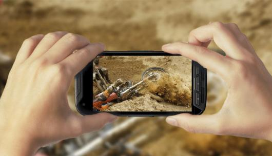 H Kyocera παρουσιάζει smartphone που είναι και action camera